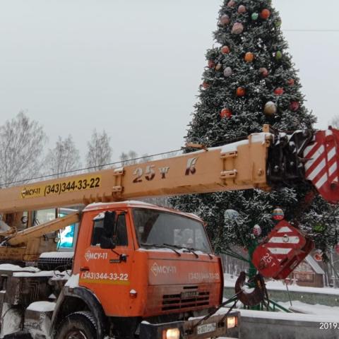 Монтаж новогодних елок