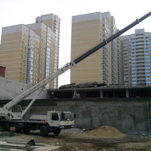 Аренда автокрана для строительства дома