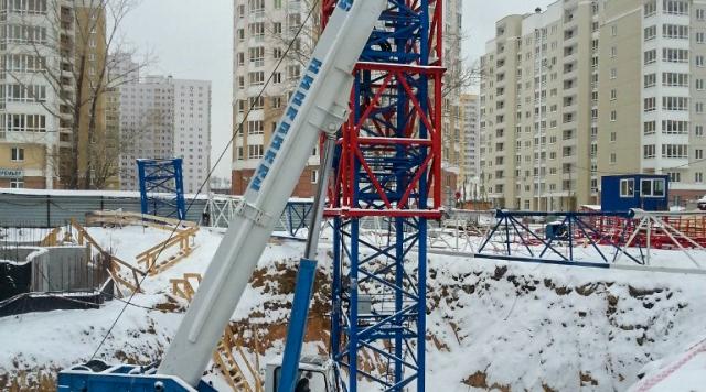 Автокран для монтажа башенного крана