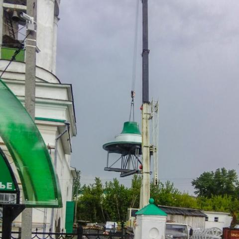 Монтаж колокола автокраном