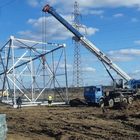 Монтаж опоры ЛЭП автокраном 50 тонн