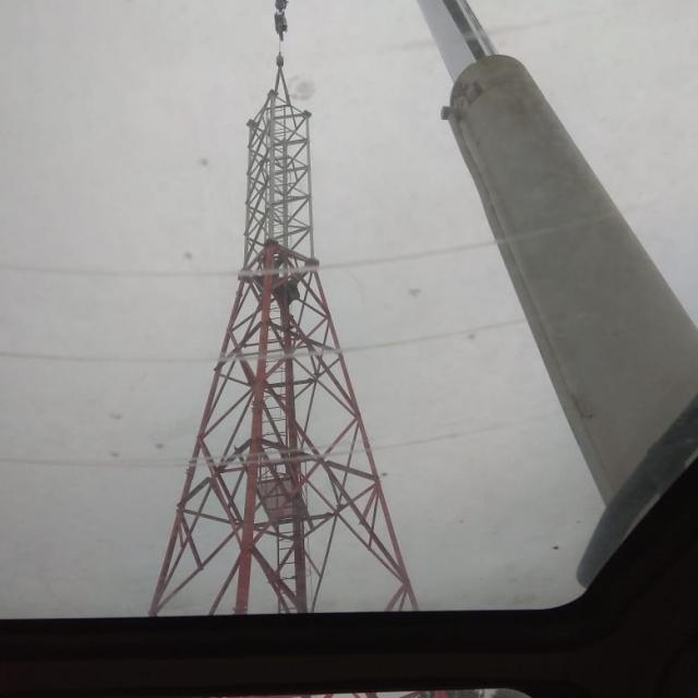 Монтаж вышки сотовой связи 30 — тонным автокраном